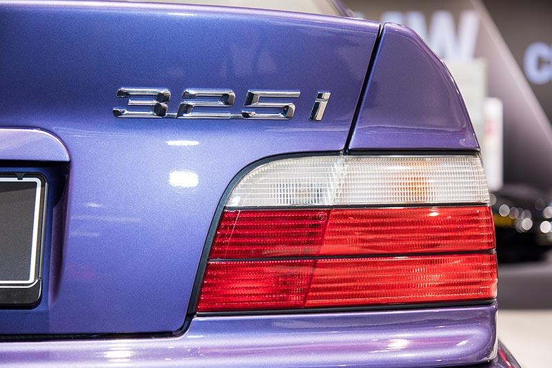 BMW 325i Coupé Individual, Typbezeichnung am Heck und Rücklicht