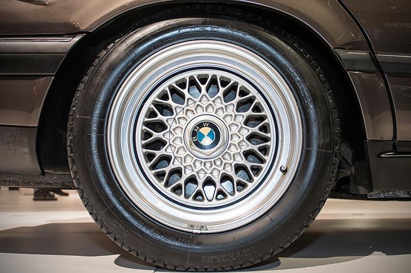 BMW 750iL, V16 (E32), Rad