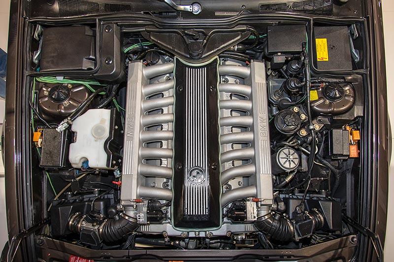 BMW 750iL, V16 (E32), V16-Motor mit 6.651 ccm Hubraum, 408 PS bei 2.500 U/Min.