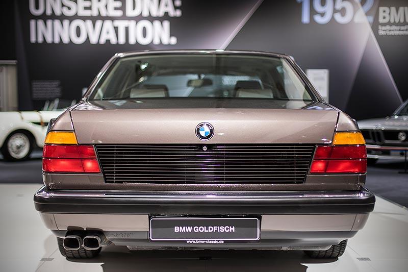 BMW 750iL, V16 (E32), die im Kofferraum platzierten Kühler entlüften nach hinten
