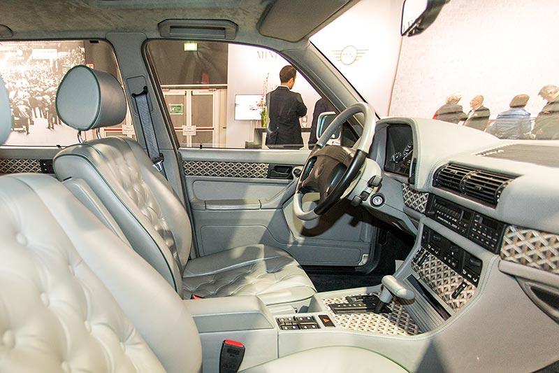 BMW 750iL (E32) by Karl Lagerfeld, Innenraum mit edlen Materialien wie Walknappa