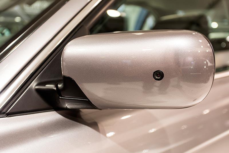 BMW 750iL (E38) James Bond, eine von mehreren Kameras befindet sich im Aussenspiegel