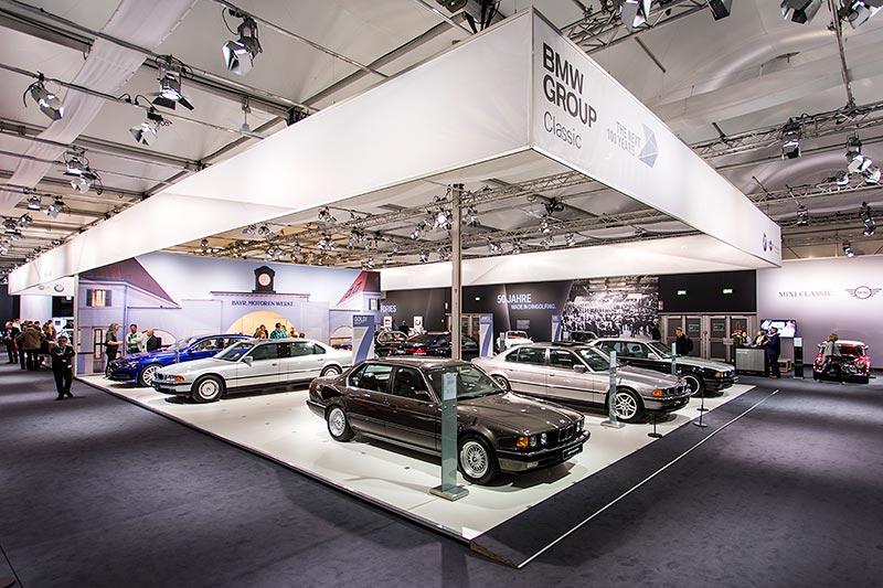 BMW Classic Messestand mit sieben 7er-BMWs auf der Techno Classica 2017