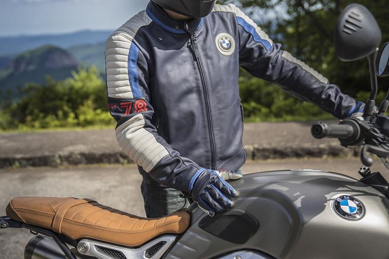 Die neue BMW Motorrad '40 Years Collection'. '40 Years' Motorradjacke.