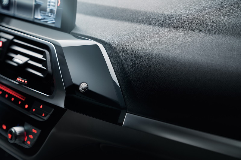BMW Alpina XD3, Alpina Logo auf der Zierleiste im Innenraum