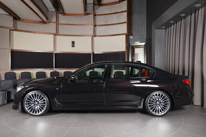 BMW 730Li (G12) in Individual Rubin Schwarz Metalllic, mit 4-Zylinder Benzinmotor, 258 PS.