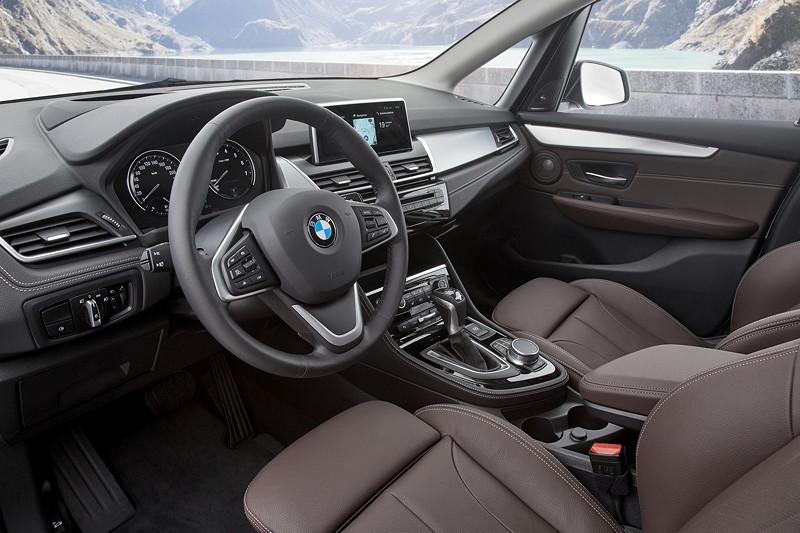 BMW 225xe iPerformance (Facelift 2018), optional mit zahlreichen Assistenzsystemen.