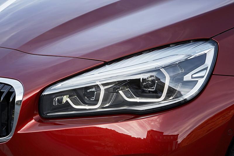BMW 2er Active Tourer (Facelift 2018), neu gestaltetes Leuchtendesign bei den optionalen LED- und Adaptiven LED-Scheinwerfern mit blendfreiem Fernlicht.