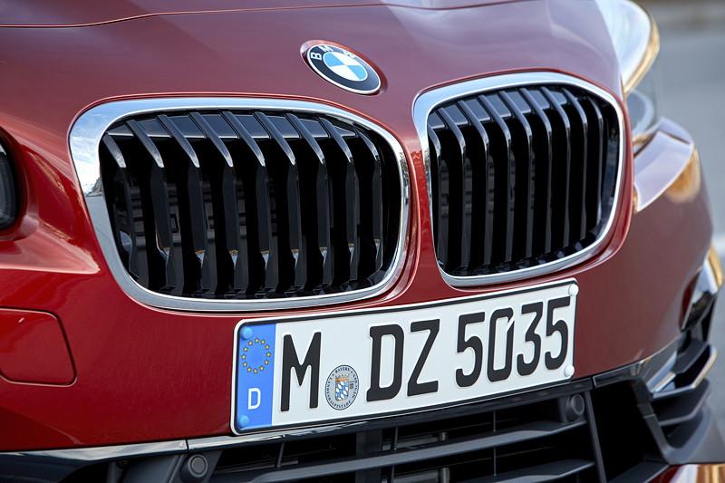 BMW 2er Active Tourer (Facelift 2018), neue, präsentere BMW Niere.