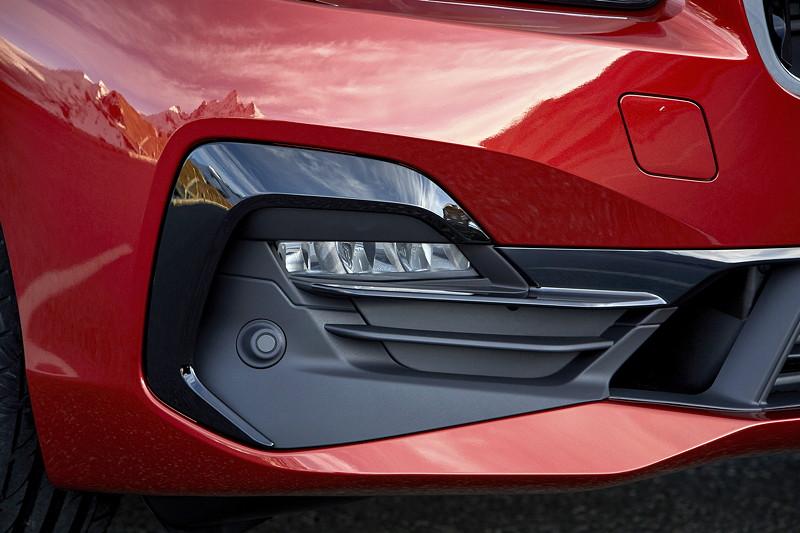 BMW 2er Active Tourer (Facelift 2018), neu: das Design der optionalen LED-Nebelscheinwerfer.