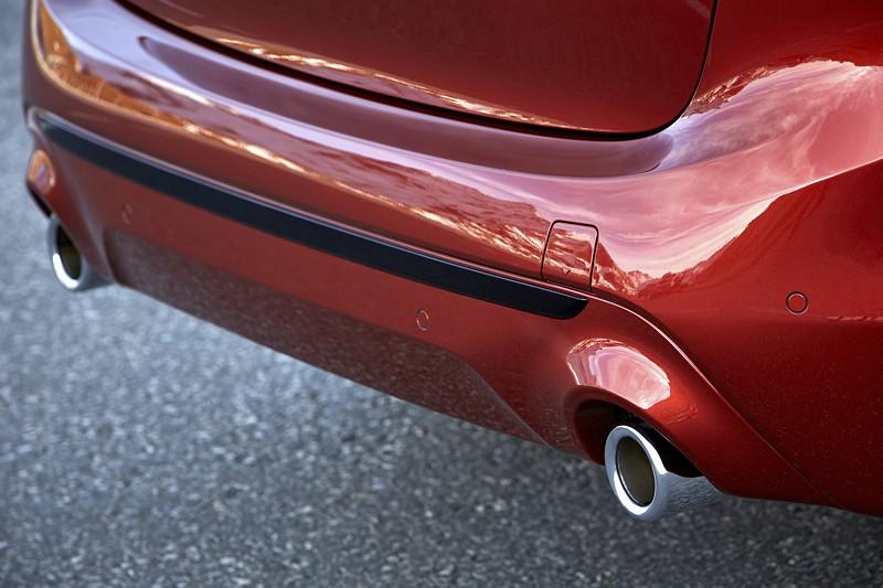 BMW 2er Active Tourer (Facelift 2018), die Auspuffendrohre weisen einen auf 90 Millimeter gewachsenen Querschnitt auf.