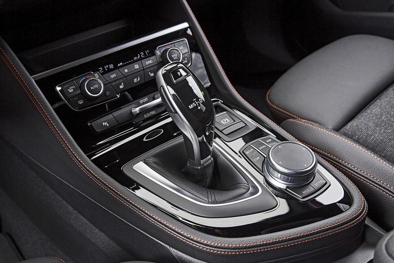 BMW 2er Active Tourer (Facelift 2018), neuer, elektronischer Gangwahlhebel in Fahrzeugen mit Automatikgetriebe.