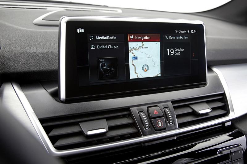 BMW 2er Active Tourer (Facelift 2018), iDrive-System der neuesten Generation (bereits ab 7/2017).