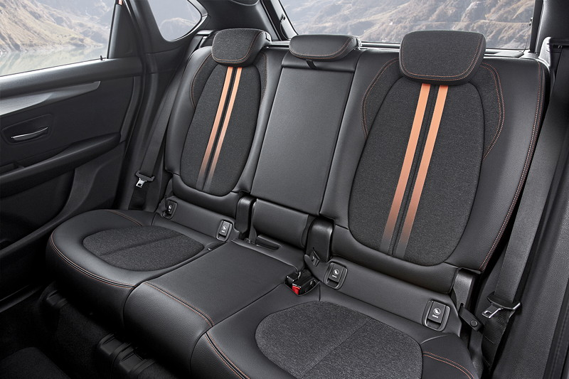 BMW 2er Active Tourer (Facelift 2018), geteilt umlegbare Sitze im Fond.