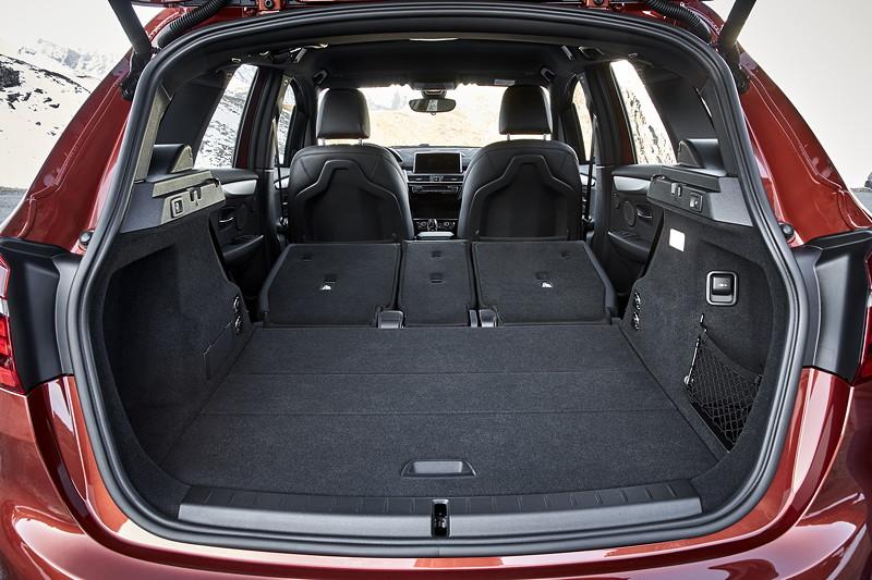 BMW 2er Active Tourer (Facelift 2018), mehr Kofferraum bei umgelegten Fondsitzen.