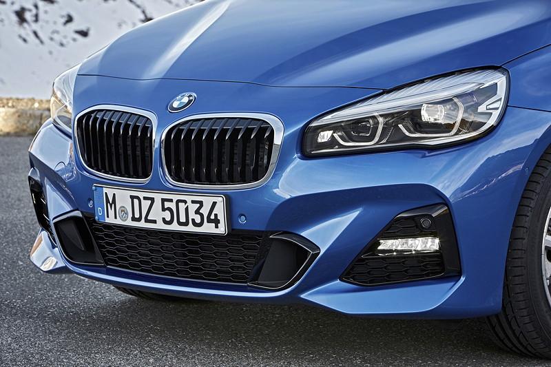 BMW 2er Gran Tourer (Facelift 2018), neue Frontoptik mit breitem, durchgehendem Lufteinlass und präsenterer Niere.