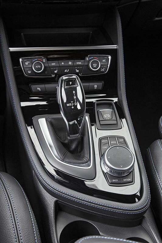 BMW 2er Gran Tourer (Facelift 2018), erstmals in den Baureihen 7-Gang Steptronic Getriebe mit Doppelkupplung verfügbar, dazu 8-Gang Steptronic Getriebe.