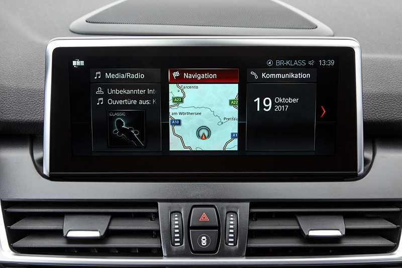 BMW 2er Gran Tourer (Facelift 2018), optionale Navigationssysteme mit 6,5 oder 8,8 Zoll großem Touchscreen.