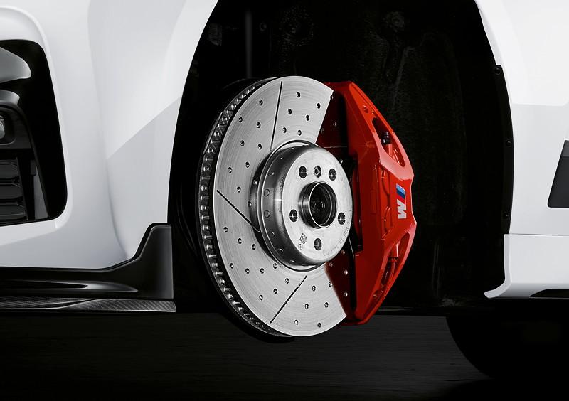 BMW M Performance Parts für den neuen BMW 3er, M Performance 18 Zoll Bremsanlage mit rotem Bremssattel.