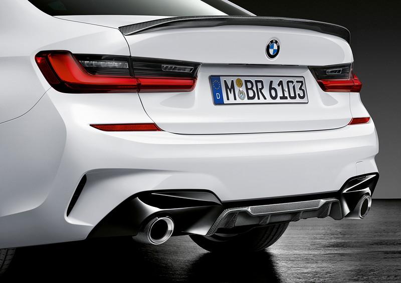 BMW M Performance Parts für den neuen BMW 3er, MPerformance Heckdiffusor und Heckspoiler in Carbon, Heckleuchten und Endrohrblenden.