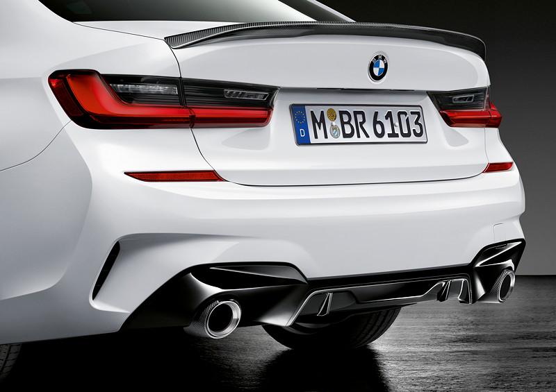 BMW M Performance Parts für den neuen BMW 3er, MPerformance Heckdiffusor und Heckspoiler in schwarz hochglänzend, Heckleuchten und Endrohrblenden.