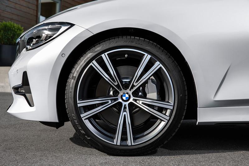 BMW 3er Limousine - Modell Sport Line, Rad
