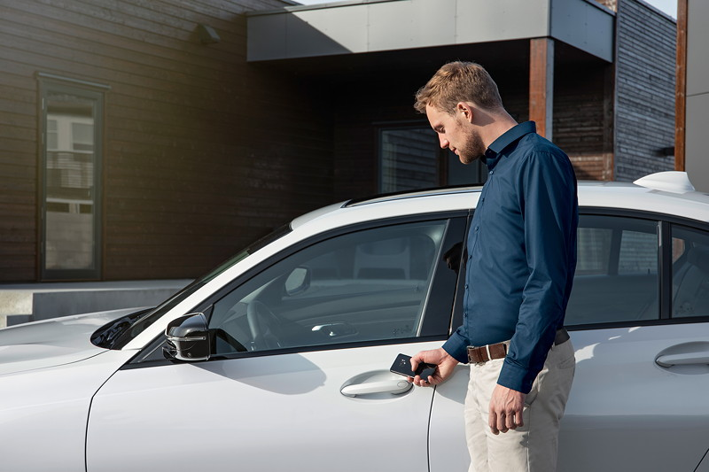 Die neue BMW 3er Limousine - BMW Intelligent Personal Assistent