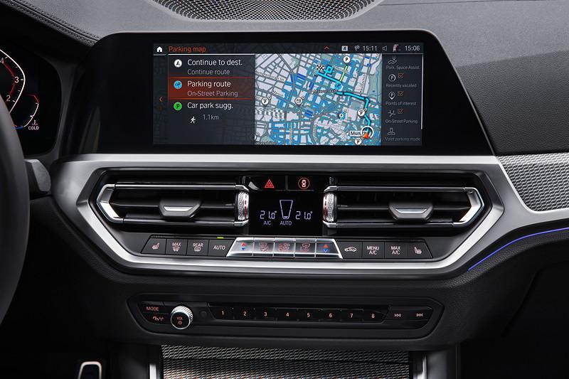 Die neue BMW 3er Limousine - BMW Parkplatzassistent