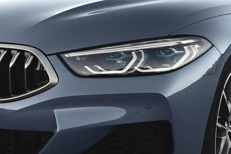BMW 8er Coupé, Extrem flache Scheinwerfer, BMW Laserlicht (optional).