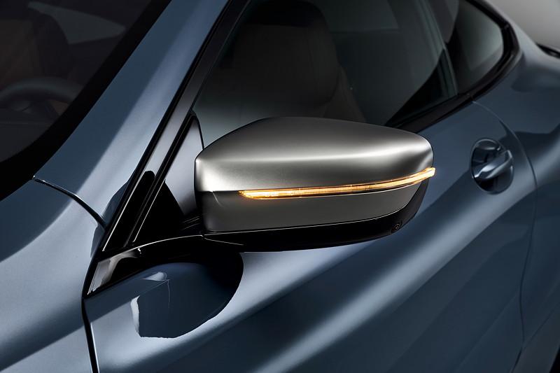 BMW 8er Coupé, M Performance Modell mit Exterieurelementen in Ceriumgrau, u. a. Aussenspiegel