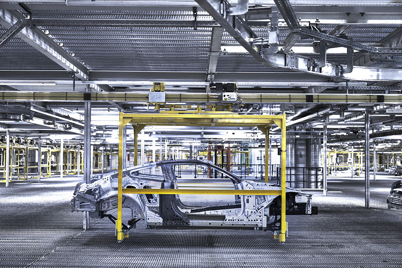 Die Rohkarosse des neuen BMW 8er Coupé im Karosseriebau des BMW Group Werk Dingolfing
