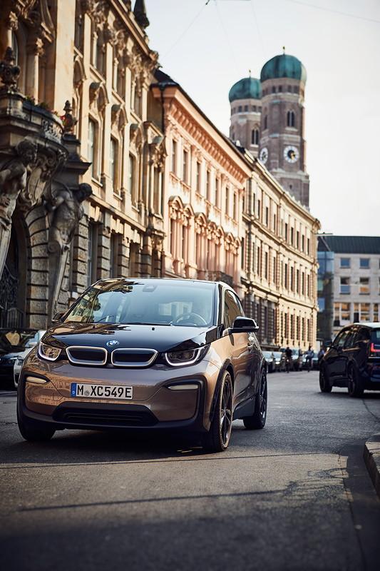 Der neue BMW i3 (120 Ah) und der neue BMW i3s (120 Ah).