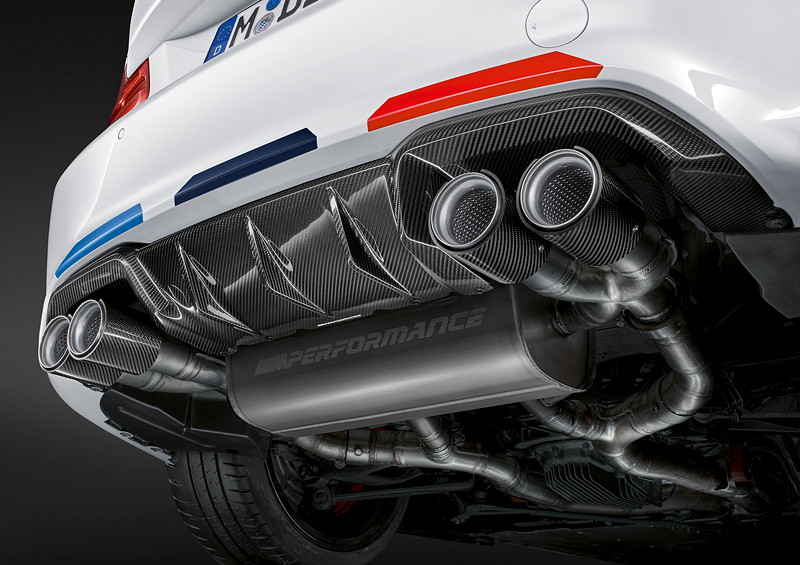 BMW M2 Competition mit BMW M Performance Parts, Heckdiffusor Carbon, Endrohrblende Carbon, Abgasanlage Titan, Folierung Motorsport.