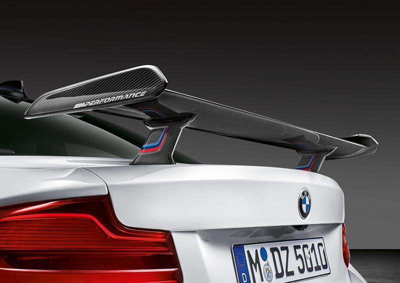 BMW M2 Competition mit BMW M Performance Parts, Heckspoiler Carbon durchströmt.