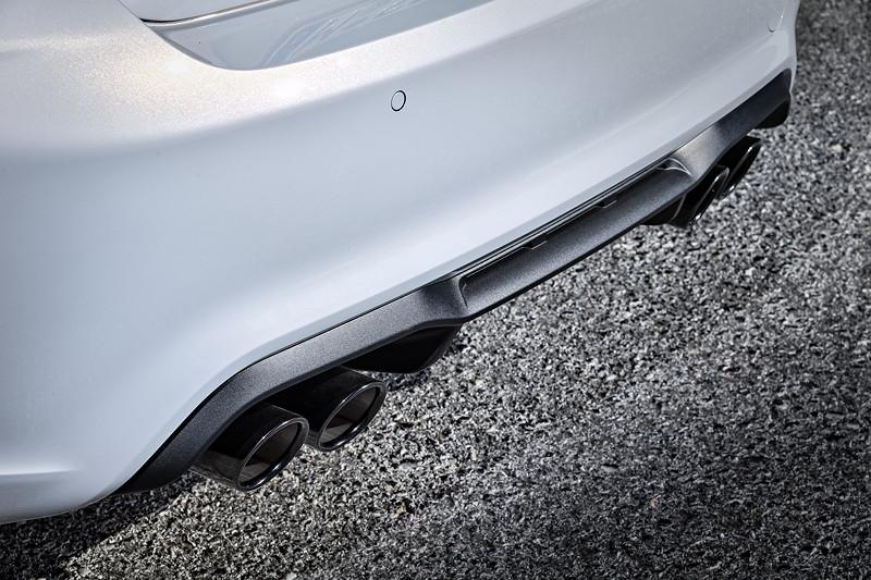 BMW M2 Competition, neue zweiflutige Abgasanlage mit zwei elektrisch gesteuerten Klappen.