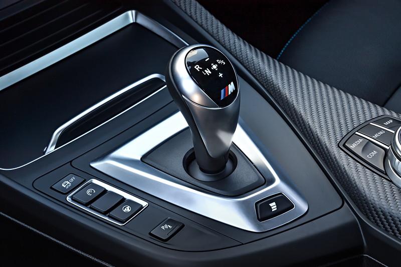 BMW M2 Competition, Mittelkonsole mit Schalthebel