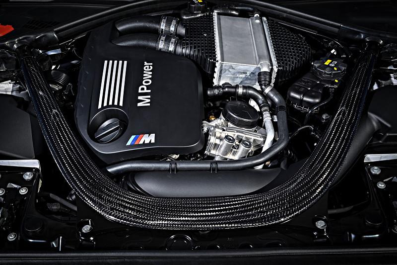 BMW M2 Competition, erhöhte Steifigkeit des Vorderwagens durch CFK-Präzisionsstrebe sowie Dom-Stirnwandstrebe.