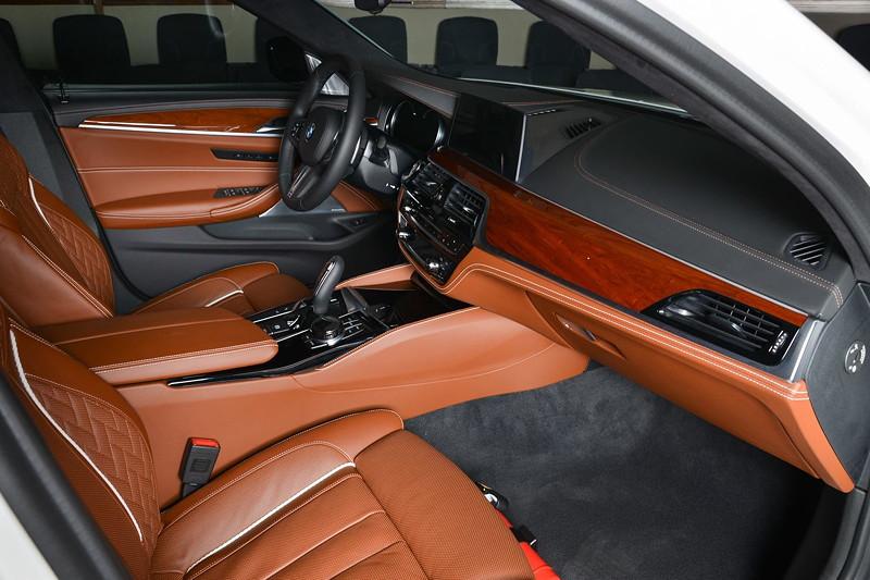 BMW M550i (G30), Interieur