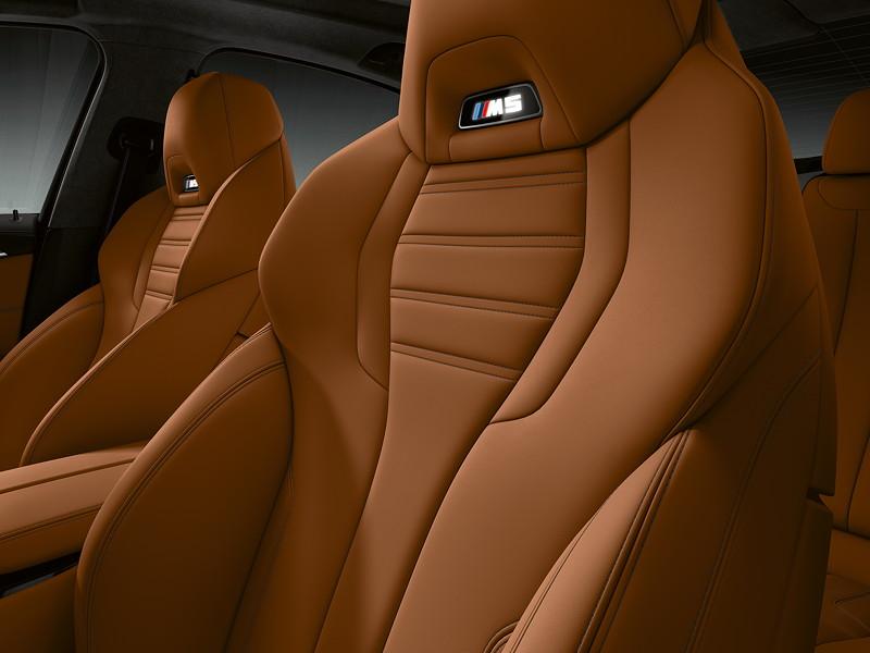 BMW M5 Competition, Schalensitze mit beleuchtetem M5 Logo