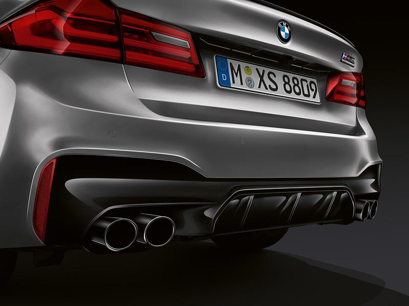 BMW M5 Competition, in schwarz-chrom ausgeführte Auspuff-Endrohre als Competition Merkmal