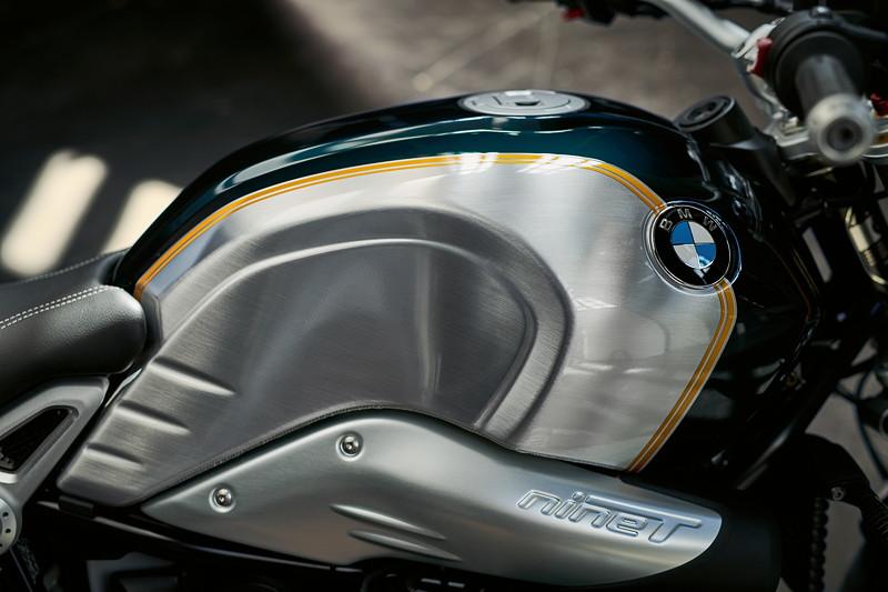 BMW R nineT Pure, BMW Motorrad Spezial: Option 719 Blackstorm metallic / Lightwhite uni.