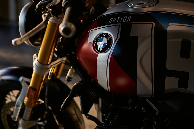 BMW R nineT, BMW Motorrad Spezial: Option 719 Marsrot metallic matt / Cosmicblue metallic matt.