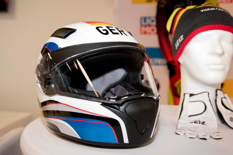 BMW Motorrad Helm Race im Olympia-Design