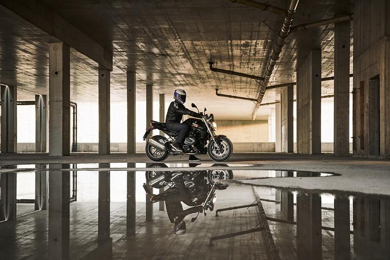 BMW R 1250 R Blackstorm metallic
