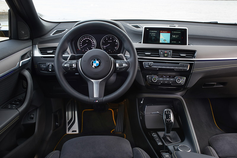 BMW X2, Cockpit