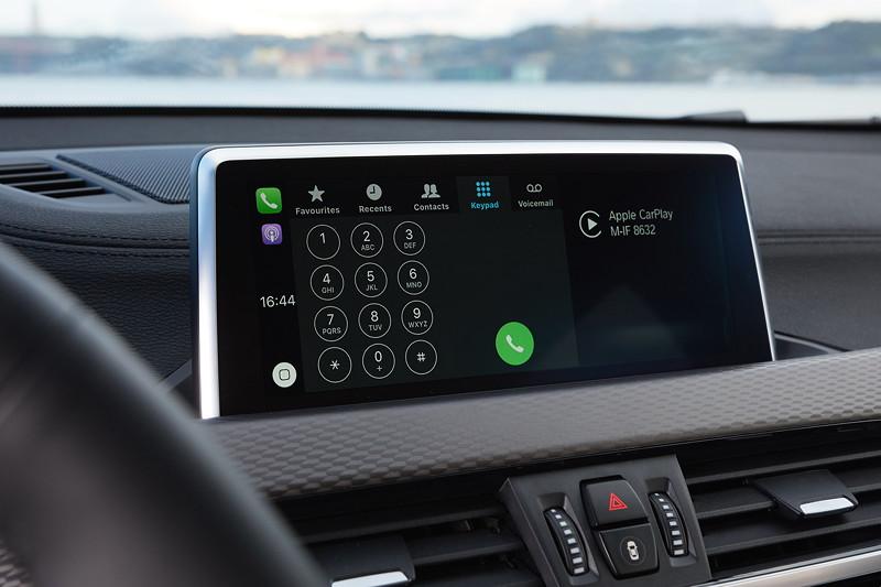 BMW X2, Bord-Bildschirm mit Touchscreen