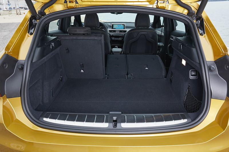 BMW X2, geteilt umlegbare Fondsitze
