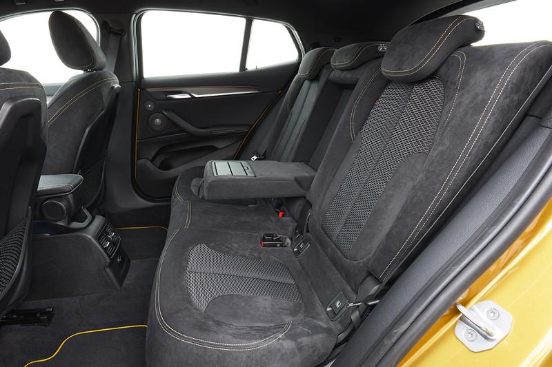 BMW X2, Durchlade