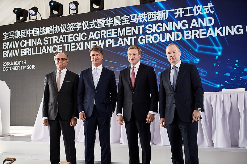 Harald Krüger (Vorstandsvorsitzender der BMW AG), Oliver Zipse (Mitglied des Vorstands der BMW AG, Produktion), Jochen Goller (Präsident und CEO der BMW Group Region China), Dr. Johann Wieland (Präsident von BBA)
