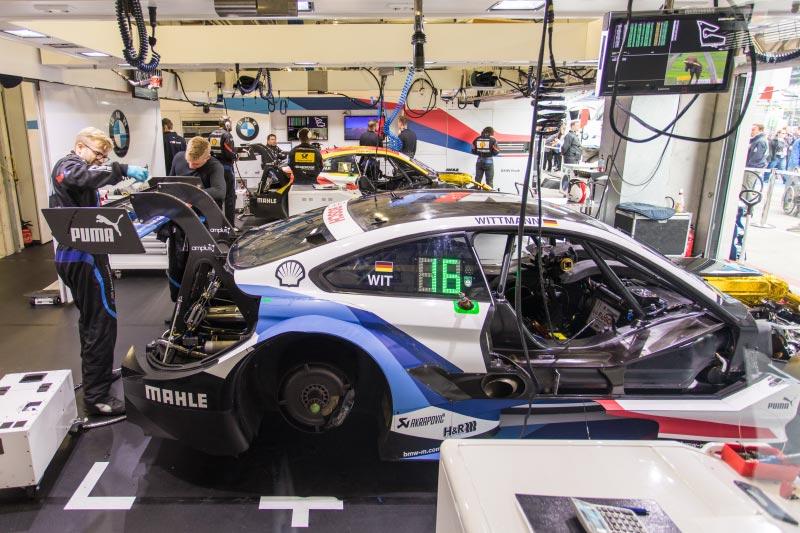 DTM in Spielberg, 23.09.2018. Blick in der Boxengarage des BMW-Teams RMG mit dem BMW M4 DTM von Marco Wittman (vorne).